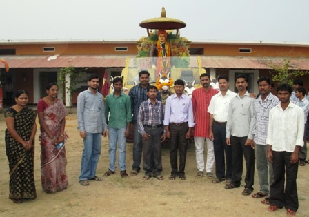College  Principal, Sarpanch and staff flagging off the Vivekanda Rath Yatra