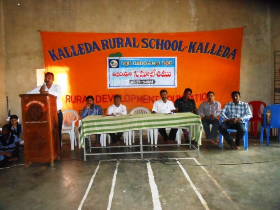 Kalleda School Headmaster addressing staff & parents
