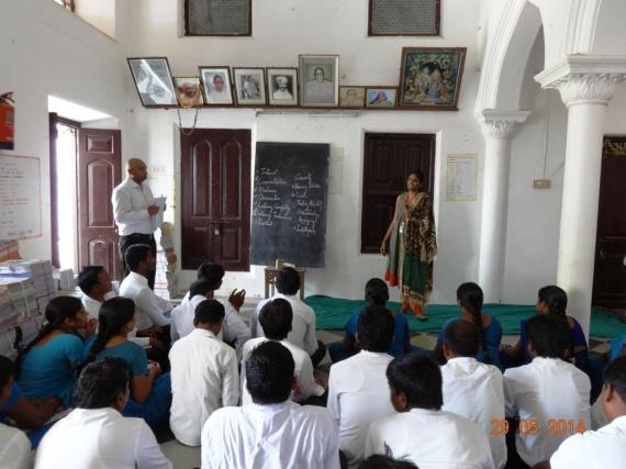 TMF teacher conducting a demo