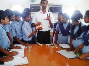 Students doing water experiment3
