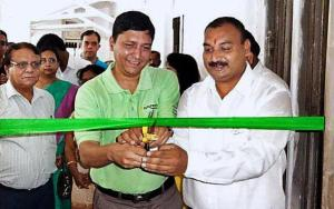 Mr. Faisal, Synchrony Finance & Mr. Sridhar, Headmaster, Kalleda School inaugurating the English Lab